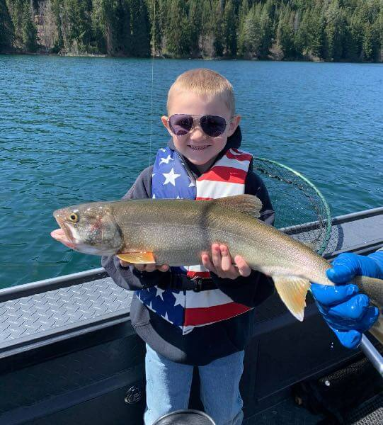 Kid catches big mackinaw on Odell Lake